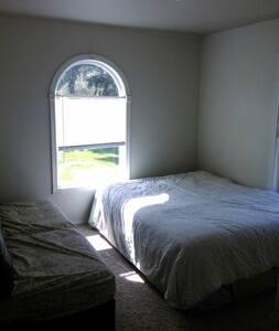 Private room and bath - Tacoma