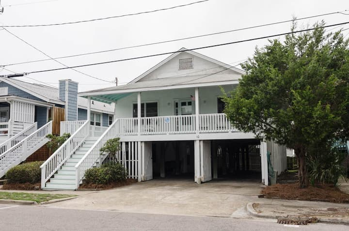 Lee-Classic oceanside beach cottage, with a separate Mother in Law suite