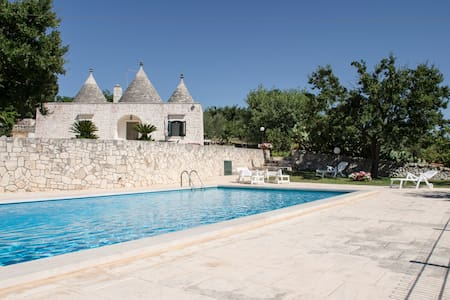 Gorgeous trulli with swimming pool - Locorotondo