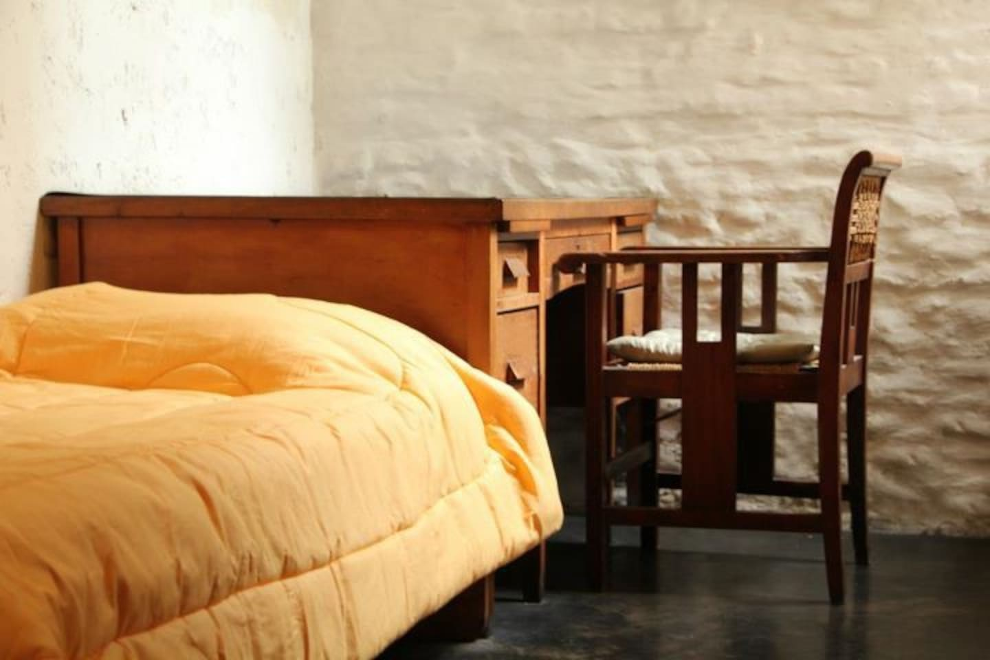 PRIVATE BEDROOM SINGLE SIZE BED