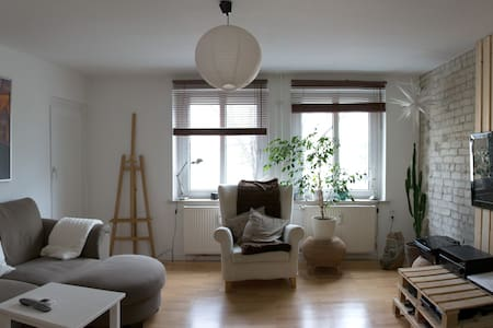 Sunny room in prime location - Appartement