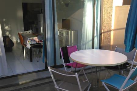 Studio avec terrasse et acces direct à la plage