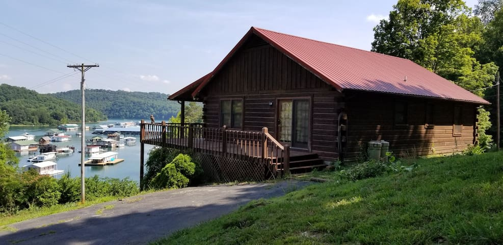 Clearview Cabin - Lakefront with an amazing view