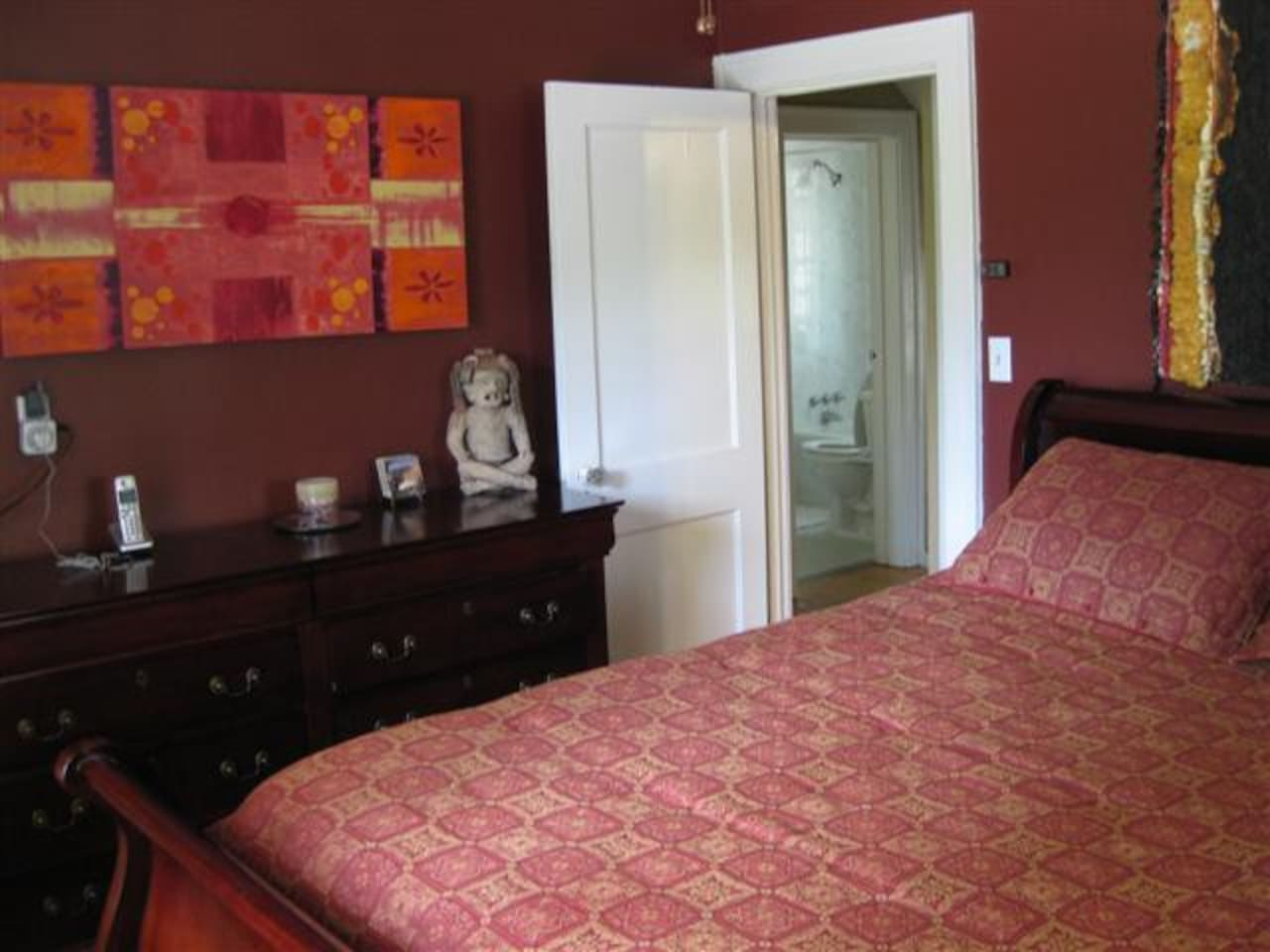 The Guestroom with Queen Bed
