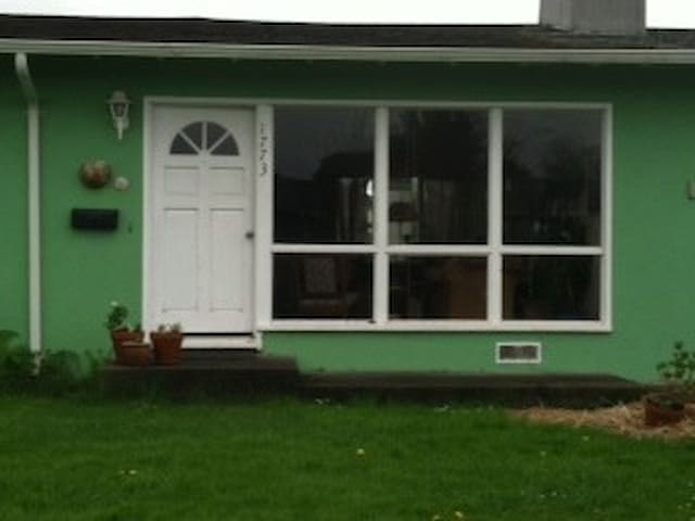 1950's cute, stucco home - Arcata - Huis