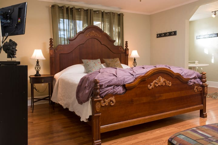 Your Brevard Bedroom-Walk to Town! - Brevard - House