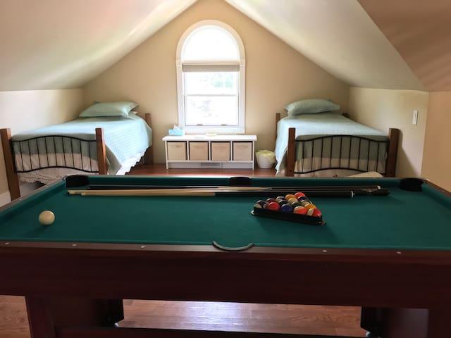 Twin Beds (Loft Area)