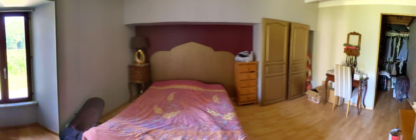 Chambre 1 à l'étage lit 2 places