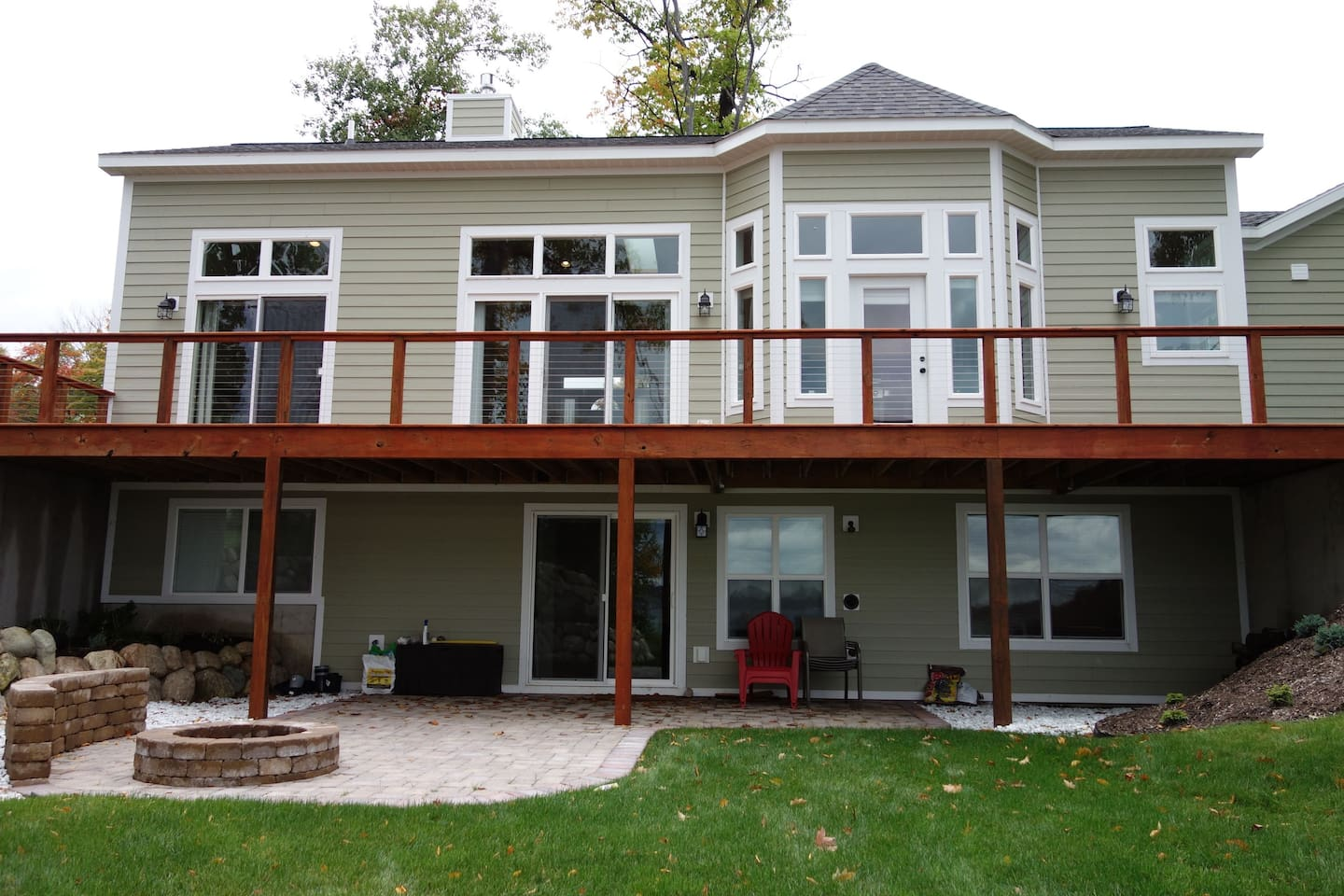 Suttons Bay Lakefront Cottage