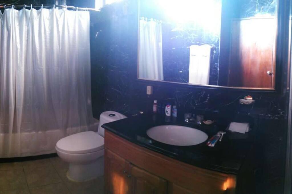 2、4号房共用卫浴