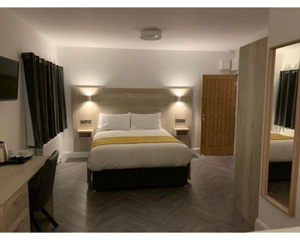 Double Room- -Ensuite with Shower