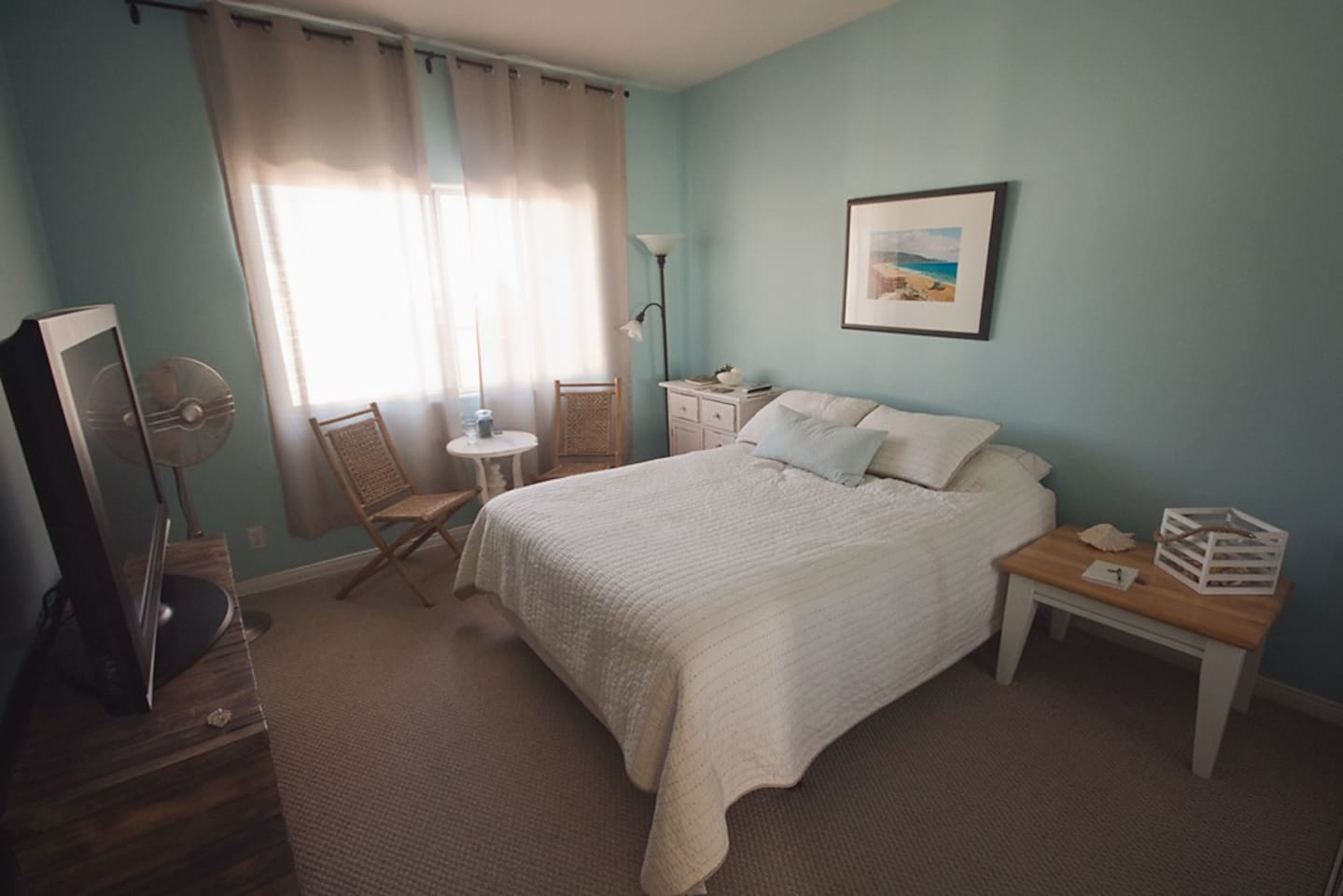 Private room and bath with queen bed, flat screen with Directv, ocean breeze included.