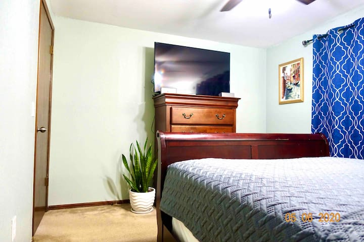 Comfy Clean Room With WiFi, Cable TV And Coffee