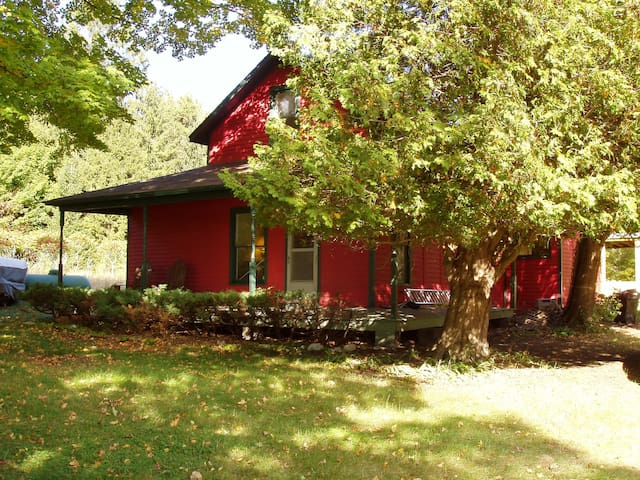 Frankfort Farmhouse, 9 lovely acres - Frankfort - Dom