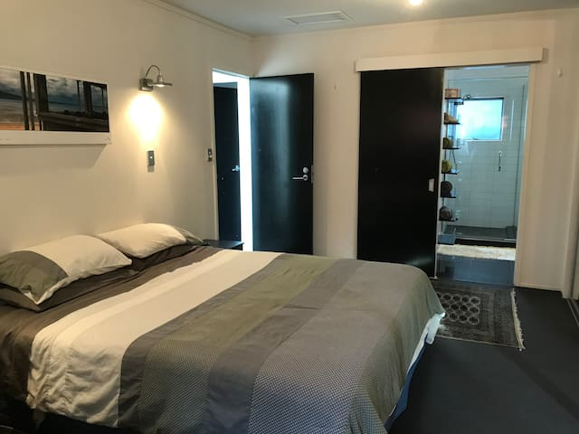Seaviews of Rangitoto - Room with own bathroom