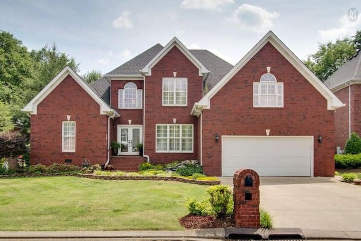 Beautiful Three Bedroom Home in Golf Community - Murfreesboro - Hus