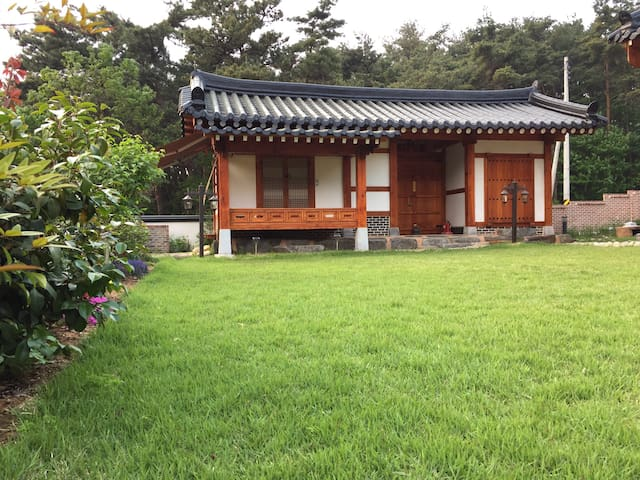 Tiny Traditional Korean House(제월당-독채한옥)