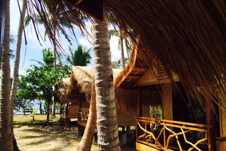 Beachfront Huts at Ocam Ocam Beach - Busuanga - Hutte