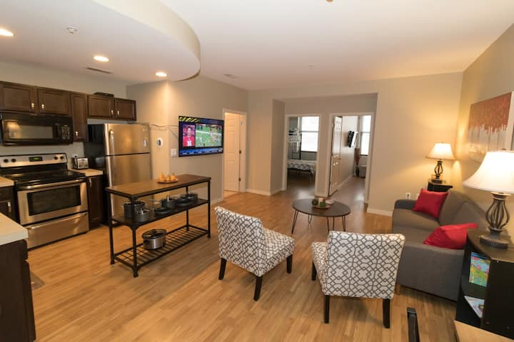 Lincoln Condo Steps from Stadium, Haymarket, UNL