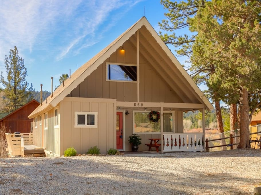 Hgtv featured lakeside cabin w hot tub cabins for rent for Cabins for rent in big bear lake ca