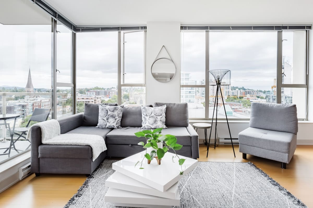 Spotless 11th Floor with Gorgeous Mountain Views, Sleeps Six