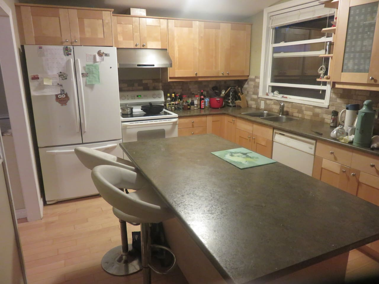 Large Kitchen Island, toaster oven, dish washer available