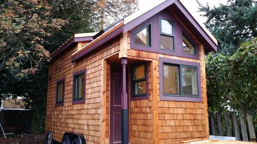 Stay and check out a Tiny House! - Seattle - Inny