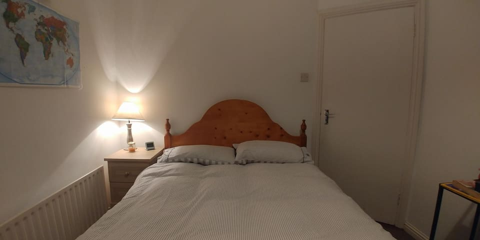 City Center - Double bedroom in cute little house
