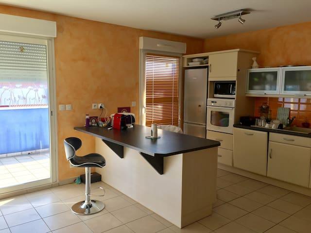 Appartement T3 standing 80 m2, ski, plan d'eau.