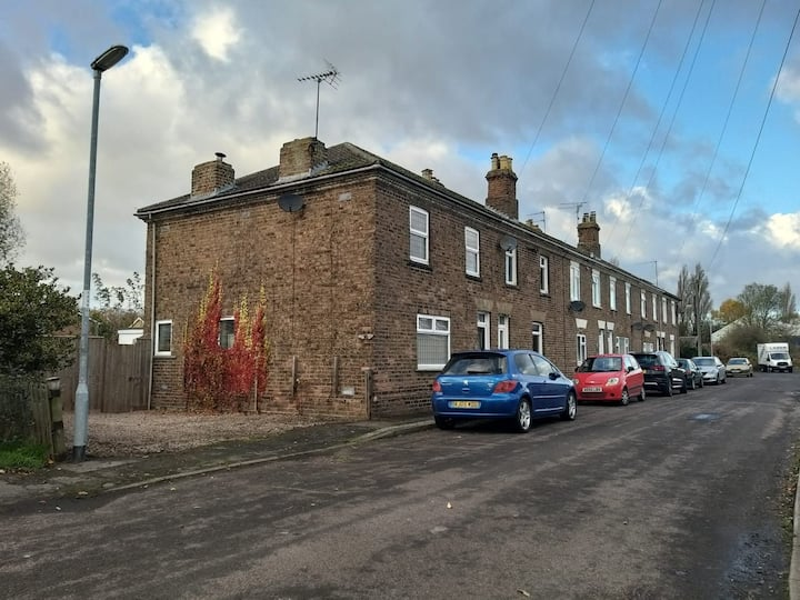 Beautifully renovated 3 bed house in quiet street