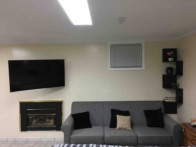 Cozy Apartment with  Separate Entrance & Parking