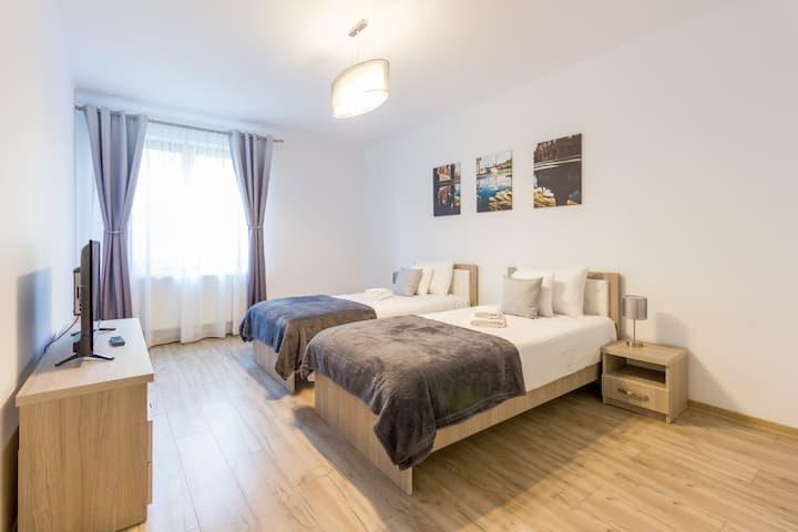 Spacious & Quiet 2 Bedroom Apartment