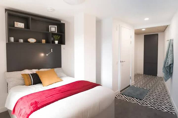 Student Only Property: Marvelous Gold En-suite