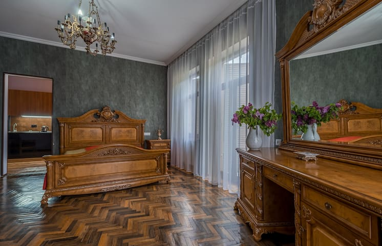 Vintage style apartment in the city center
