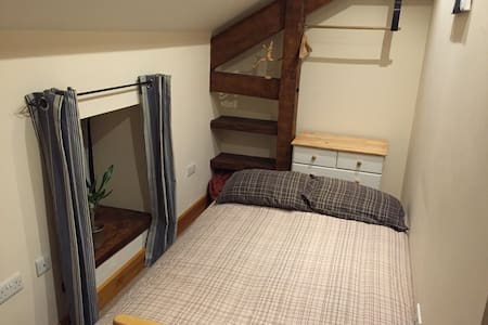 Double Room in Cosy Barn Conversion - Exeter - House