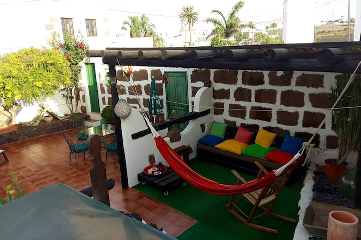 Homy room to call your own in the heart of la isla - Tinajo - Casa