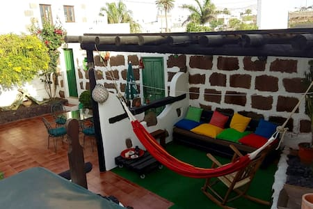 Homy room to call your own in the heart of la isla - Tinajo - Hus
