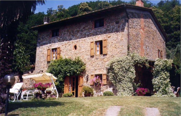 PODERINO LERO Small Tuscany apartment, great views - Cozzile - อพาร์ทเมนท์