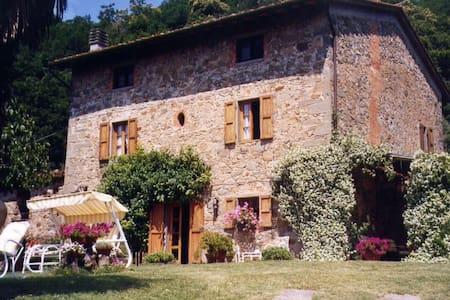 PODERINO LERO Small Tuscany apartment, great views - Apartment