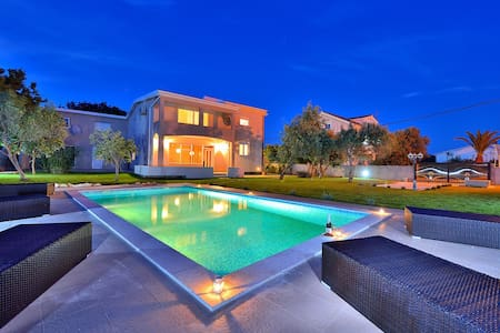 AMAZING VILLA FRESIA 300m FROM BEACH - Vir