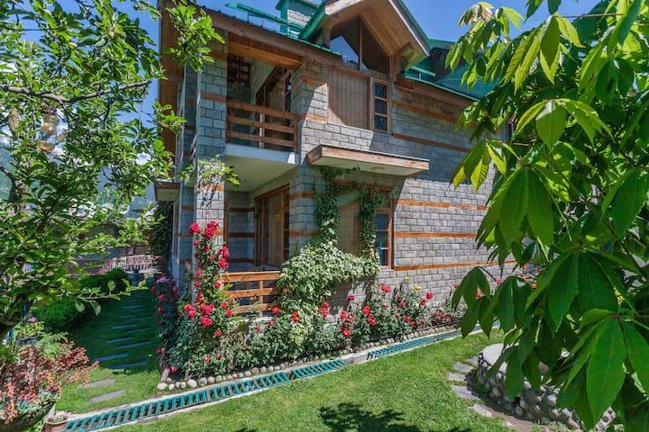5bhk Private Villa near in Manali Chestnut Lodge