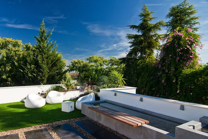 Relax in a Luxury Modern House with Private Pool