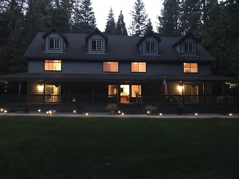 Tall Timbers Bed and Breakfast- Family Deluxe Unit