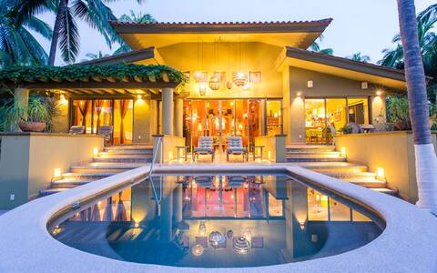 Steps from the ocean, private villa in paradise!