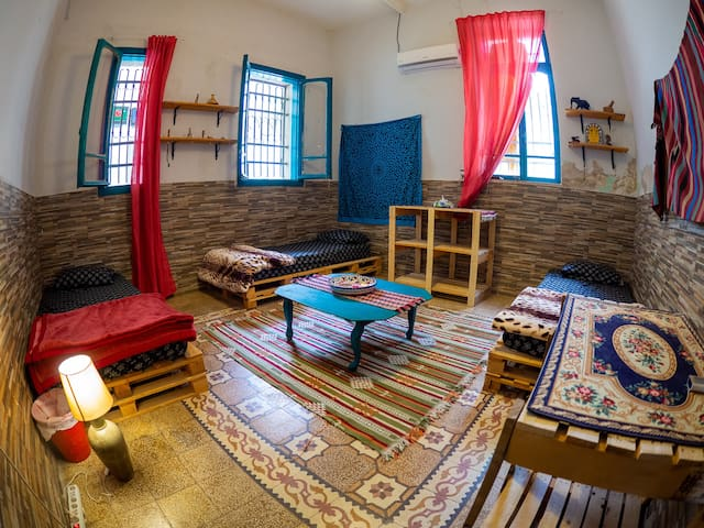 Cozy Room in 100 y/o Renovated Ammani House