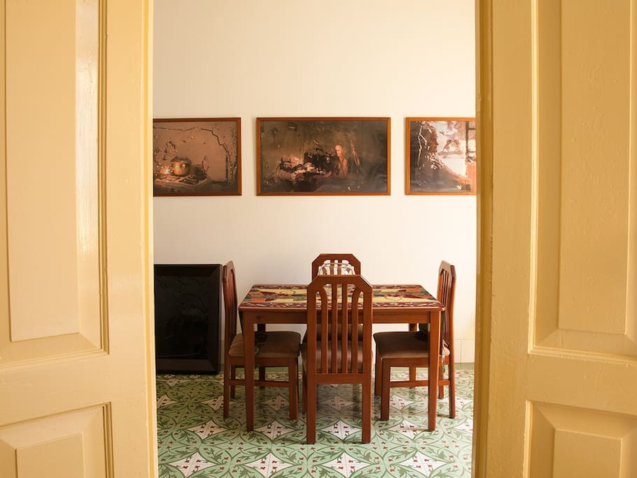 Access to the dining room