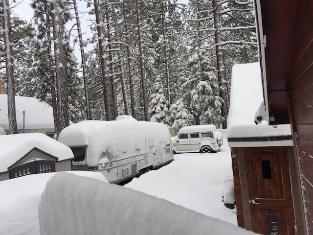 Big Bear 2BR Cabin #1 Walk to Lake 大熊湖左近渡假小木屋中文房東