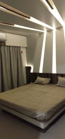 LUXURIOUS PVT AC ROOM ON 19TH FLR WITH FREE BRKFST