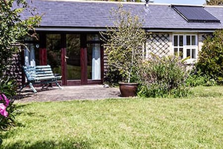 Cosy Cottage with private garden.