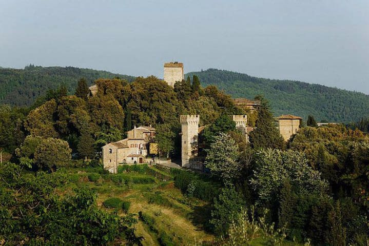 Gorgeous apartment with terrace in a castle - Panzano In Chianti - อพาร์ทเมนท์
